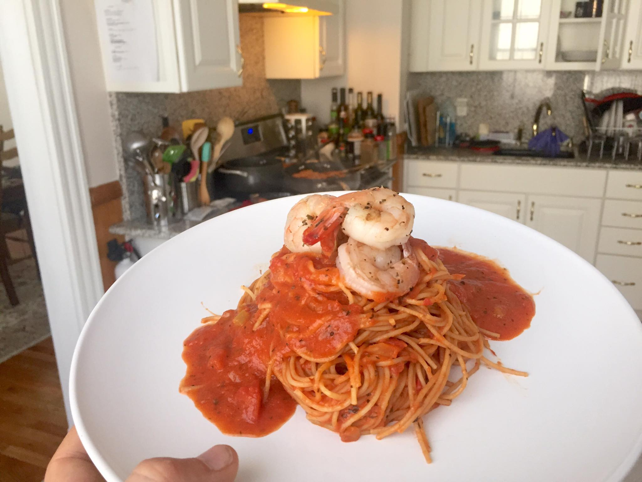 grilled-shrimp-with-garlic-tomatoe-sauce-on-linguini